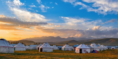 Why A Yurt Tent Is The Perfect Structure To Bring Camping - Camp Longer